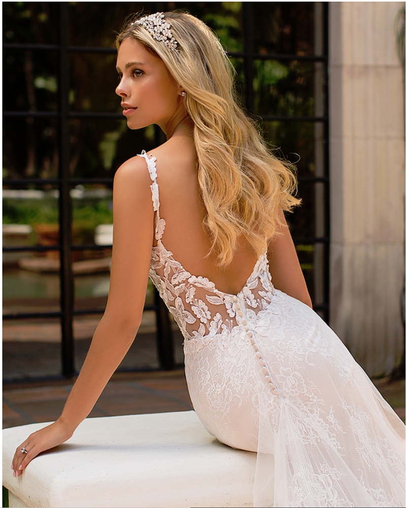 Hannan Chantilly Lace Mermaid Wedding Gown J6702 by Moonlight Bridal