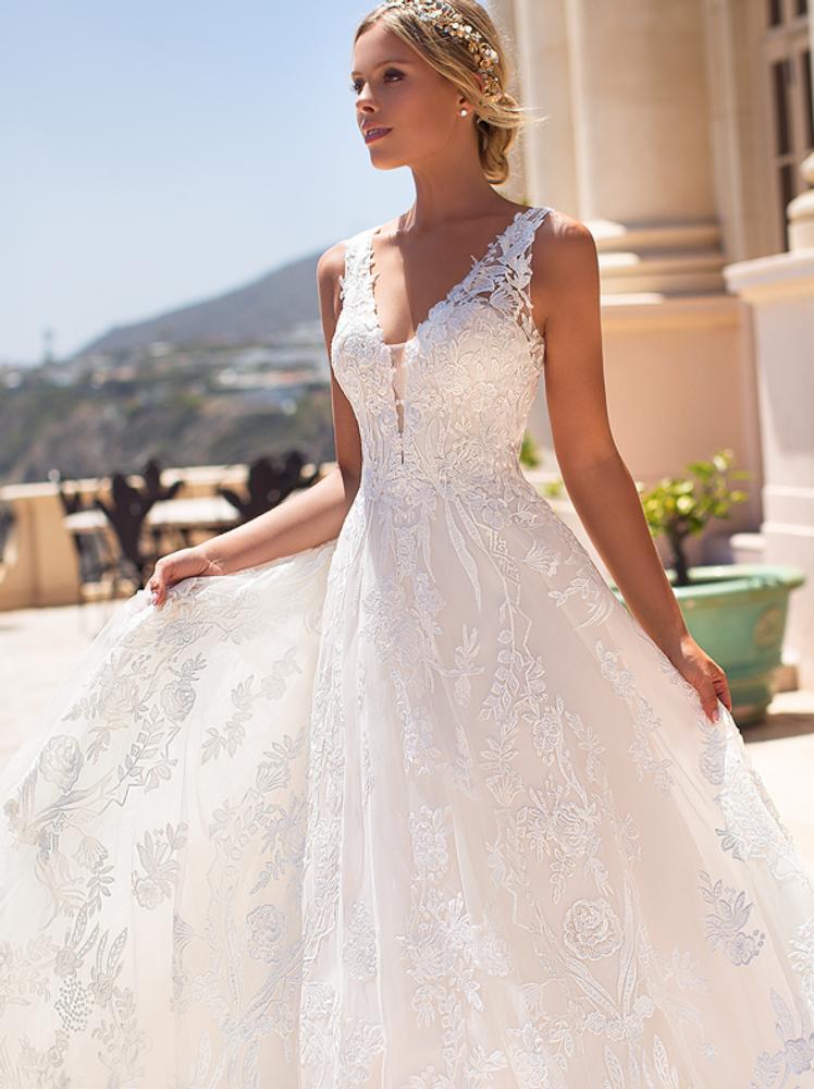 Jennifer H1376 by Moonlight Bridal