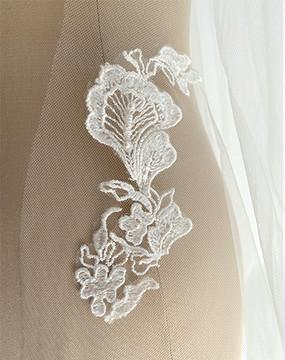 Floral Lace Appliqués Veil