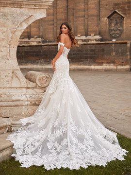 Oakley Wedding Gown H1466 by Moonlight Brida