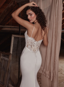 Dolce LP2129 from La Perle by Calla Blanche Bridal