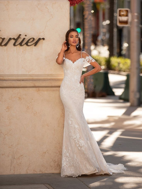 Nieve H1443 by Moonlight Bridal