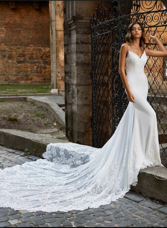 Adrianna Wedding Gown H1469 by Moonlight Bridal