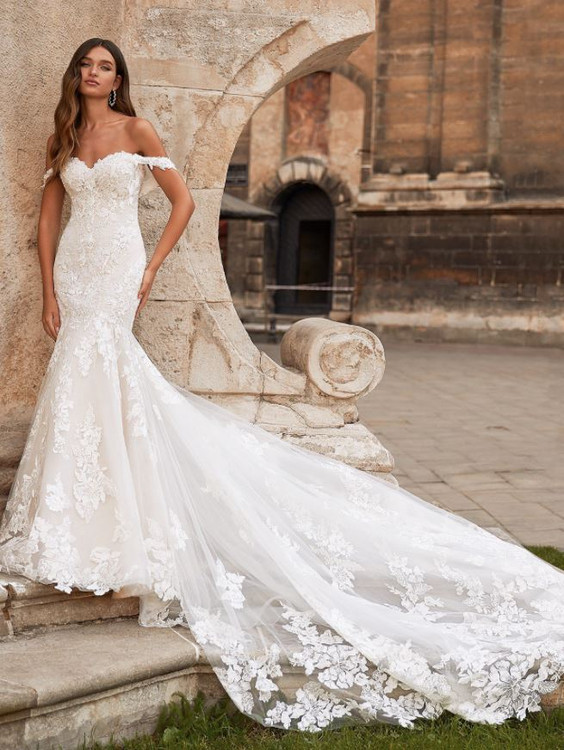 Oakley Wedding Gown H1466 by Moonlight Brida