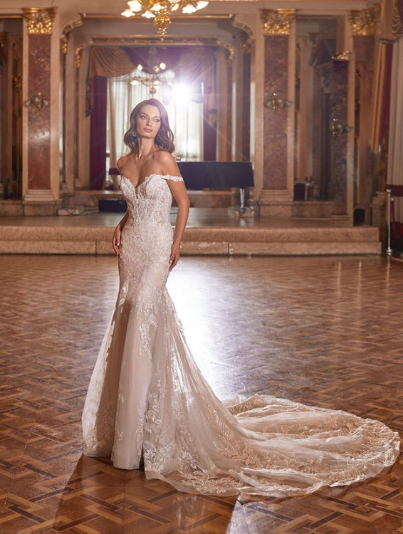 Lucinda Wedding Gown H1476 by Moonlight Bridal