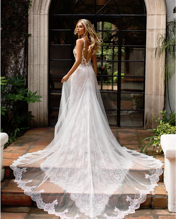 Hannan Chantilly Lace Mermaid Wedding Gown J6702 by Moonlight Bridal