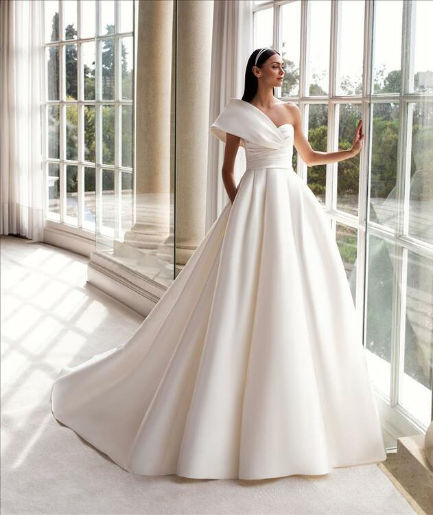 Sedna Wedding Gown By Pronovias Barcelona