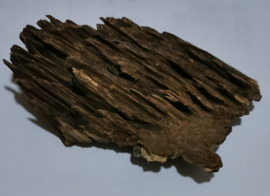 Agarwood/Aloeswood Oud chips, Burma 1 piece 41 grams  Iron gate