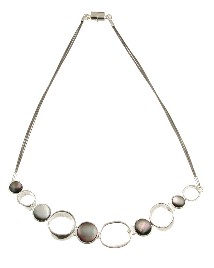 3408-1 - Black Shell Circle Necklace