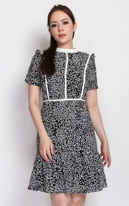 Leaf Print High Collar Dress - Black