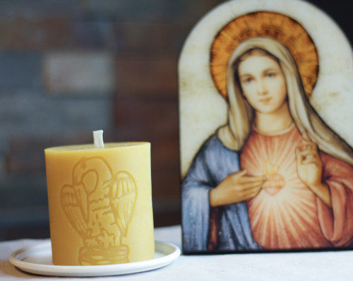 100% Beeswax Chrism-scented Candle Pelican