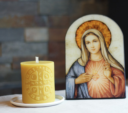 100% Beeswax Chrism-scented Candle Saint Benedict Medal