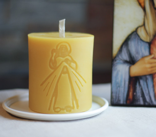 100% Beeswax Chrism-scented Candle Divine Mercy