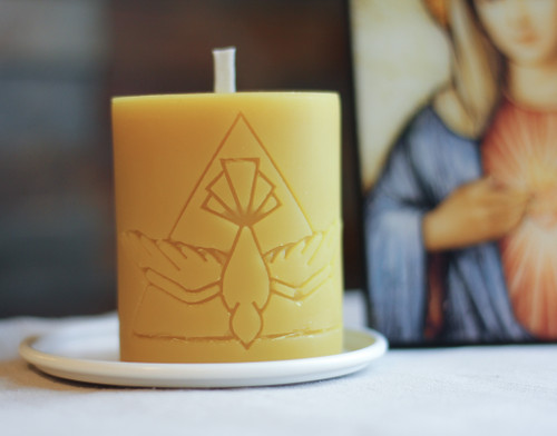100% Beeswax Chrism-scented Candle Dove Descending