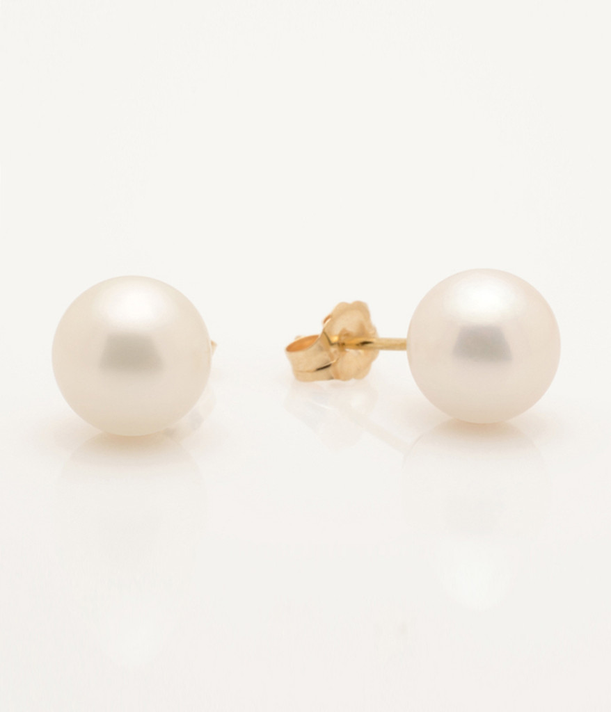 Side view of Cultured Freshwater Pearl Earring with 14k Gold Post by Jewelry Designer Nektar De Stagni (8.5 mm)