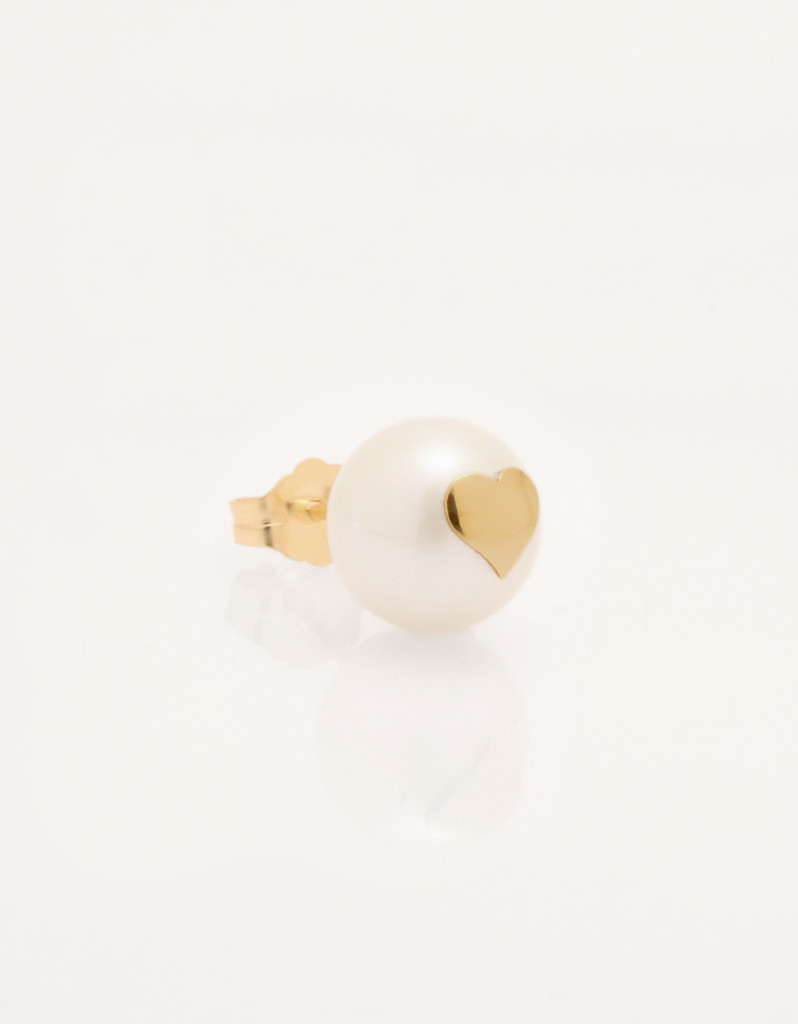 Single-Cultured_Freshwater_Pearl_Earring_with_14k_Gold_Heart_by_Jewelry_Designer_Nektar_De_Stagni_8-9mm