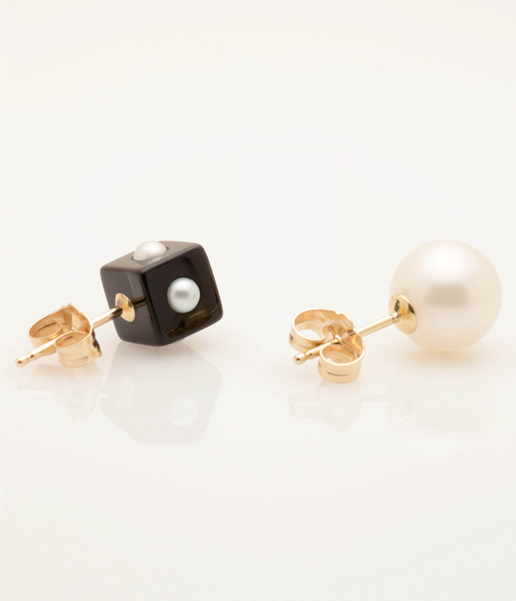 Side view of Mini Pearl Onyx Cube & Pearl Earring with 14k Gold Post by Jewelry Designer Nektar De Stagni (8-9 mm)