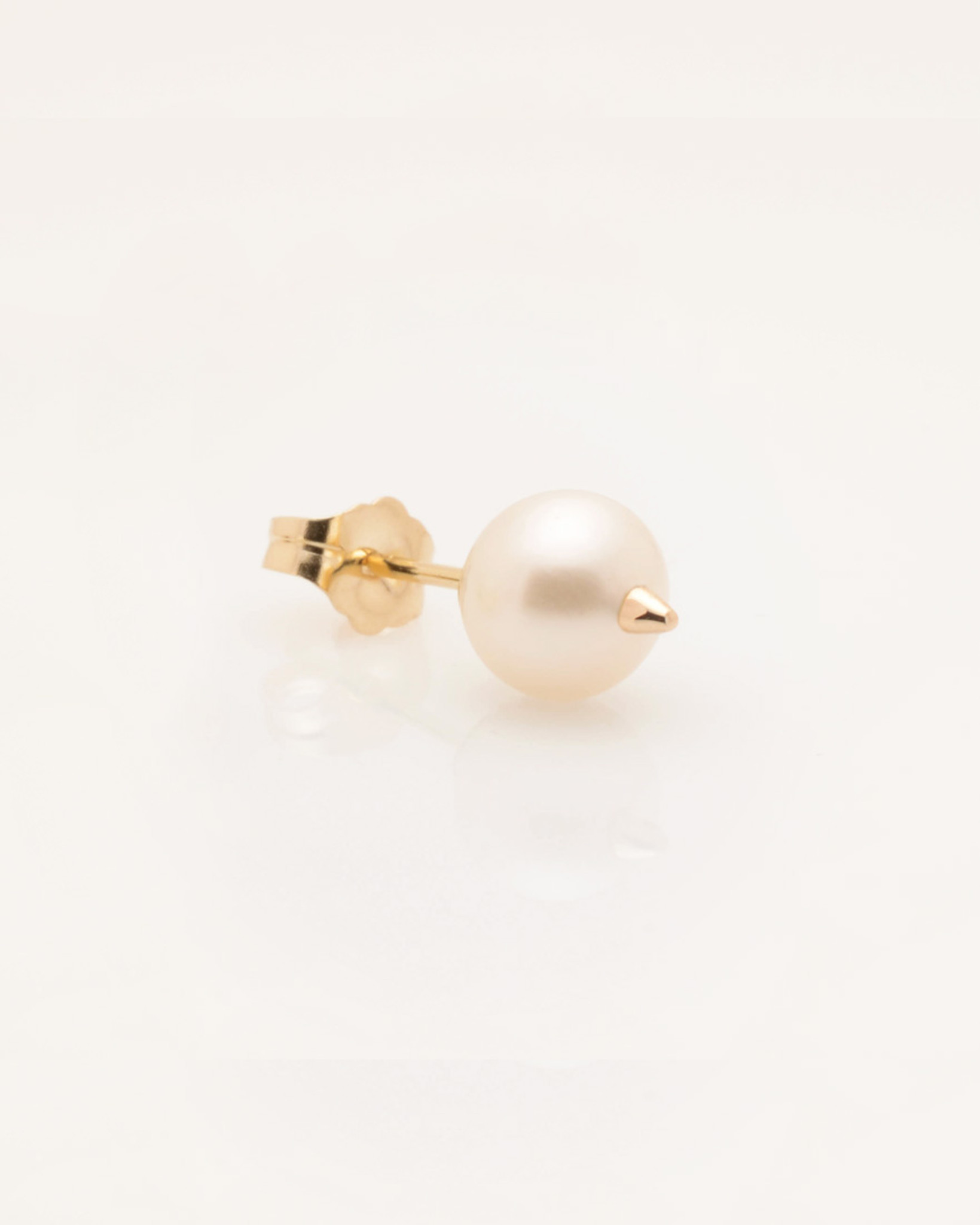 Cultured Freshwater Pearl Earring with 14k Gold Spike and Post (6.5 mm)