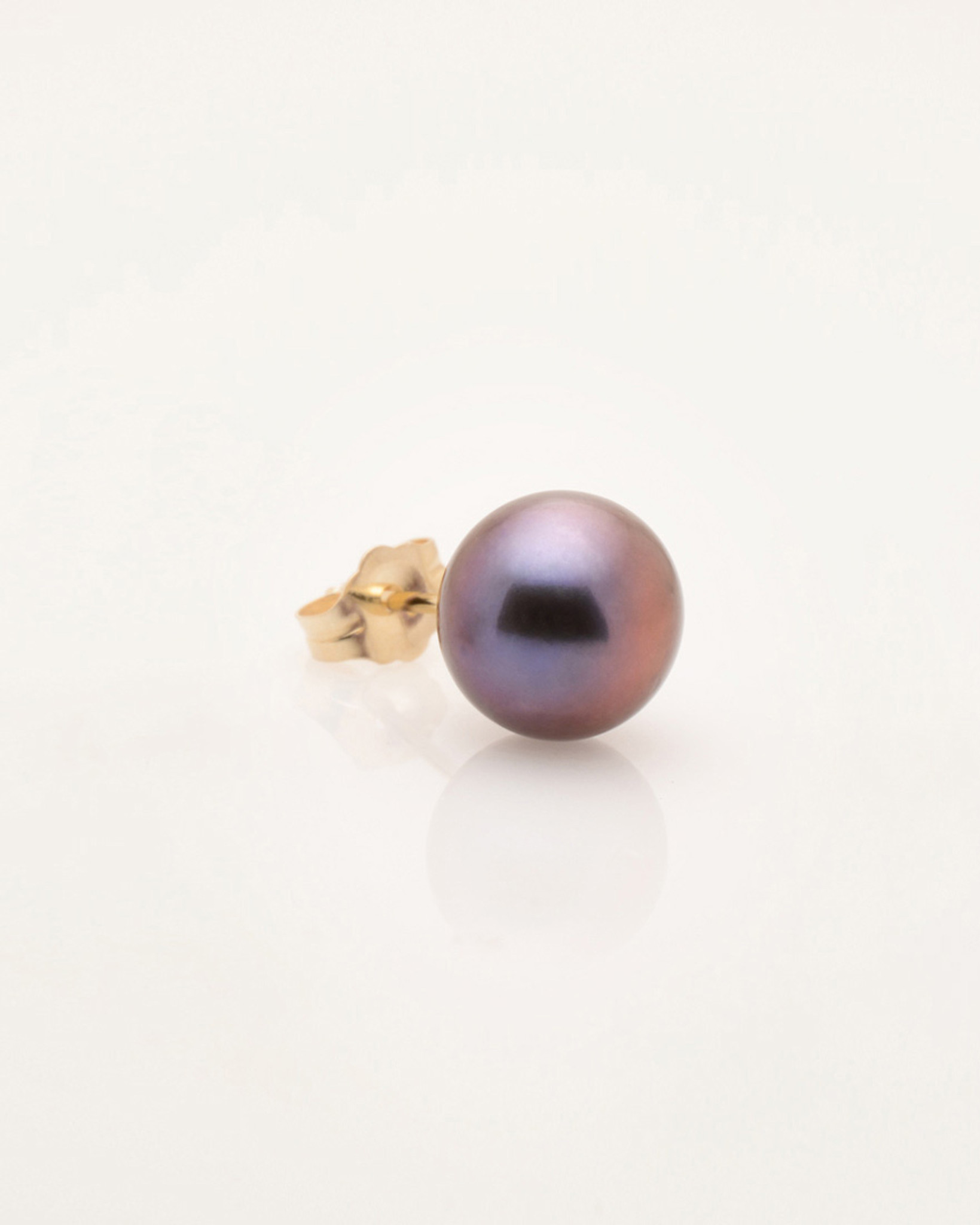 6mm Black Pearl Earring by Nektar De Stagni. Mix and Match with any other single earring style.