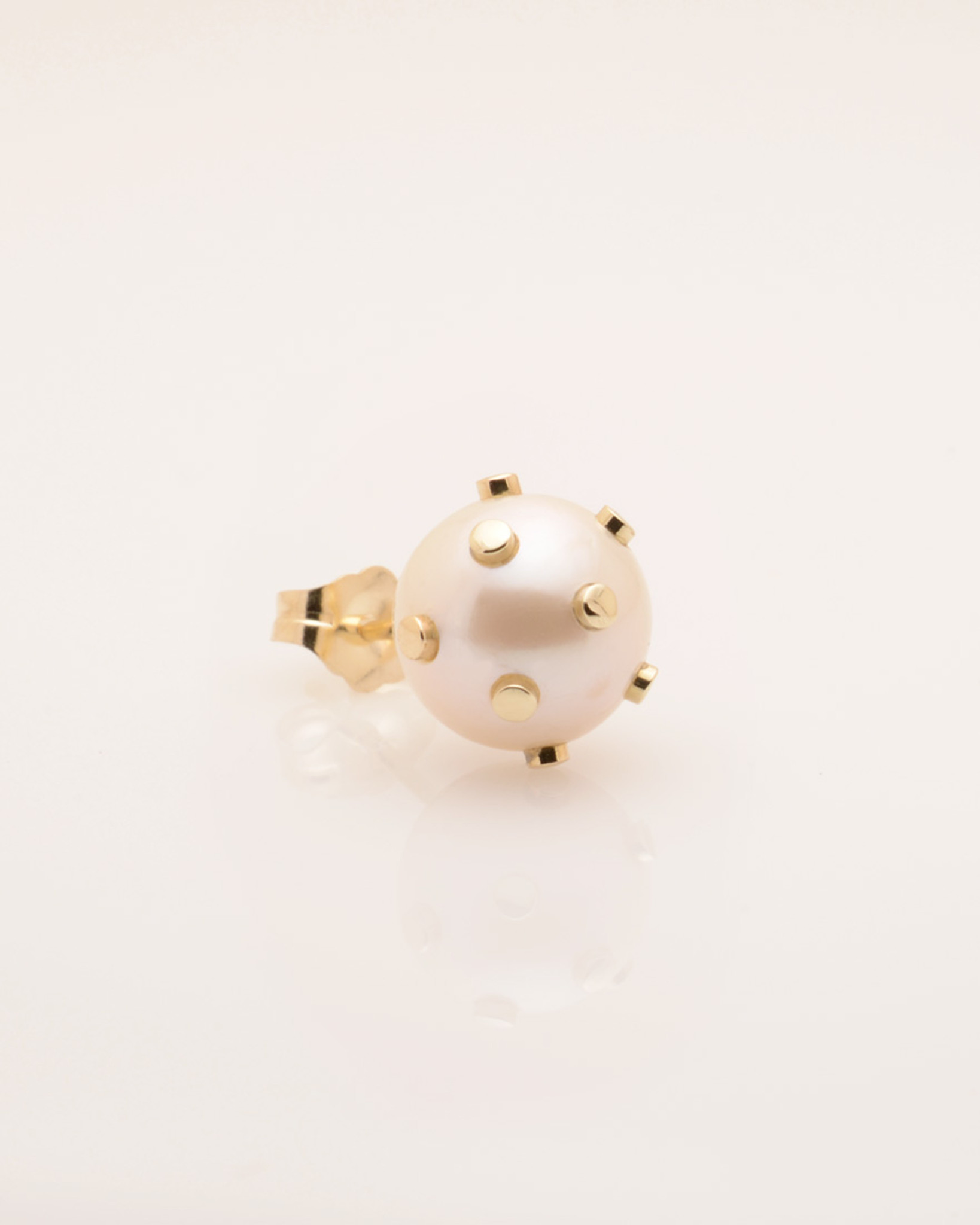 Side View of Single Cultured Freshwater Pearl Earring with 14k Gold Dots & Post by Jewelry Designer Nektar De Stagni (8-9mm)