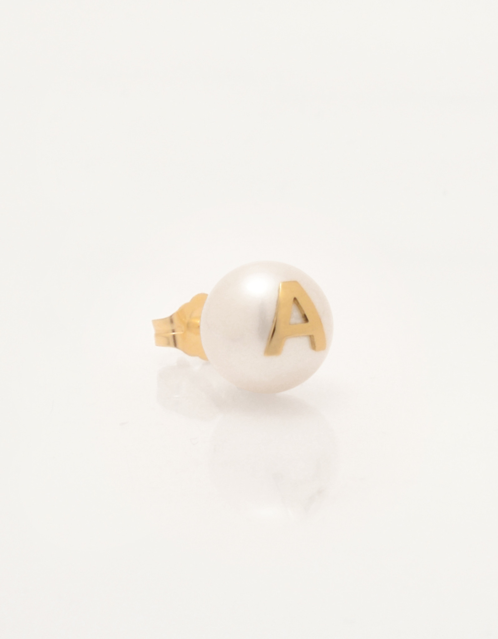 Single-Cultured_Freshwater_Pearl_Earring_with_14k_Gold-Initial-Personalized-letter-A-Monogram_by_Jewelry_Designer_Nektar_De_Stagni_8-9mm