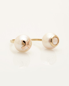 3/4 view of Cultured Freshwater Double Pearl Ring with 14k Gold XO Emoji by Nektar De Stagni (8-9 mm. Size 5-6-7)