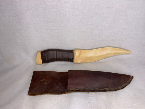 Dune, TV Mini-Series, Fremen Crysknife, Real Leather Sheath, Acrylic Plaque, Limited Edition