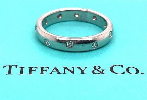 Tiffany and Co Etoile Diamond .20ct Platinum Wedding/Anniversary Ring Band