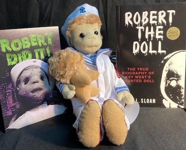 Robert The Doll Deluxe Set