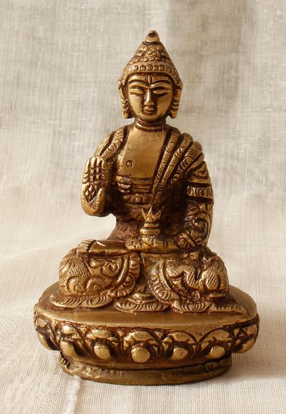 buddha blessing statue