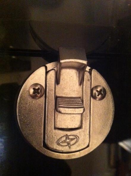Console door locking latch