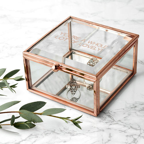 Leave a little sparkle wherever you go!   The perfect little box of sparkle for her, this rose gold edged & mirrored bottomed trinket box is the a wonderful addition to any dressing table.  Personalise the box with a message up to 30 characters, please note that all messages will be engraved in an uppercase.