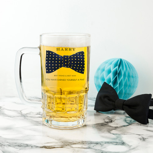 Bow-tie design printed glass tankard for best men and ushers Personalise with his name. The tankard can hold one pint Can be personalised with up to 15 characters for the name and 70 characters for a message of your choice. Dimensions: 16cm x 9cm