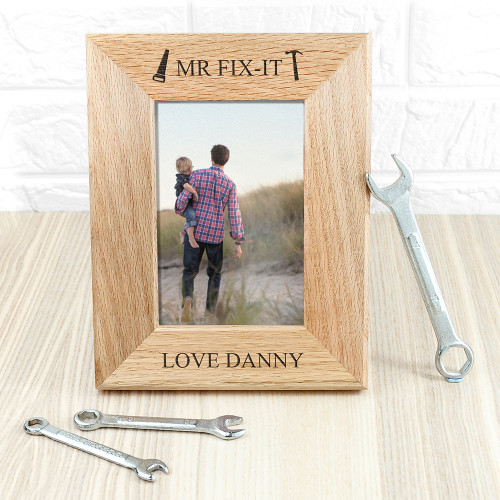 The perfect gift for dad this Father's Day! Made from solid oak Personalise with a name of who the frame if from The words 'Mr Fix it' and 'love' come as standard text Frame fits 6'' x 4'' photos
