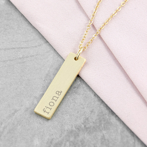 This personalised bar necklace in 18ct gold plating on brass is a lovely gift to give to someone special.  Whether you choose to engrave a date, name, coordinates, it can serve as a sentimental gift for best friends, girlfriends, mums and daughters.  The statement bar has a brushed matt finish.  Chain measures 18in (48cm).
