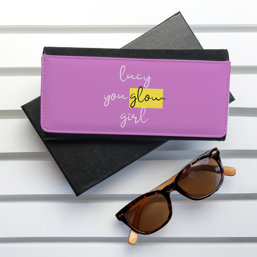 Inspirational pep-talk for your favourite girl friend. The purse itself is made from PU leather and opens up with space for notes, coins and 5 bank card holders - plenty of room to hold everything she needs. Design comes in orange or purple.