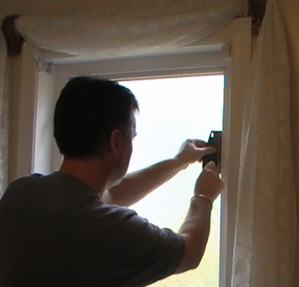 Apex Installer Carefully trimming window film