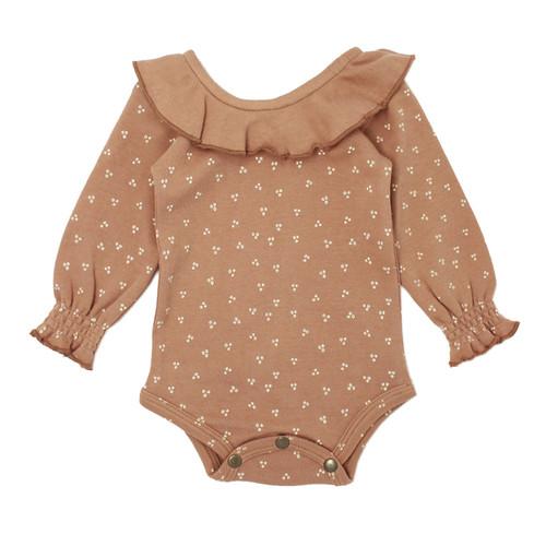 L'oved Baby Organic Ruffle Bodysuit in Nutmeg Dots