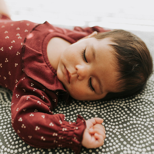 L'oved Baby Organic Ruffle Bodysuit in Cranberry Dots