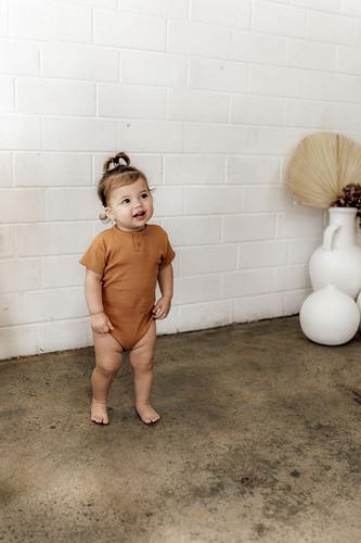 Snuggle Hunny Kids - Chestnut Short Sleeve Bodysuit