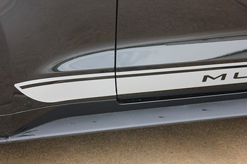 close up FADED ROCKER | Ford Mustang Stripe Silver & Mustang text 2015-2018