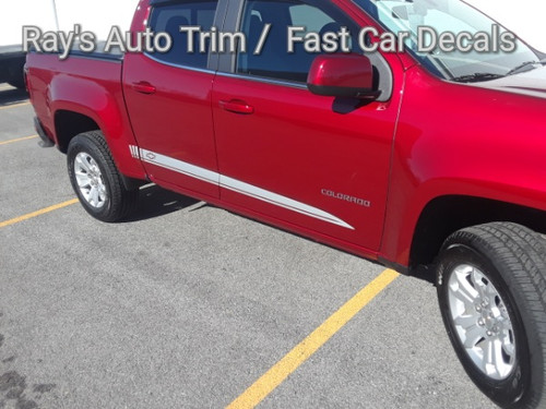 side angle of 2020 2 Door Chevy Colorado Rocker Graphics RATON 2015-2021