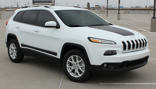 front angle of 2019 Jeep Cherokee Stripes BRAVE 2014-2021