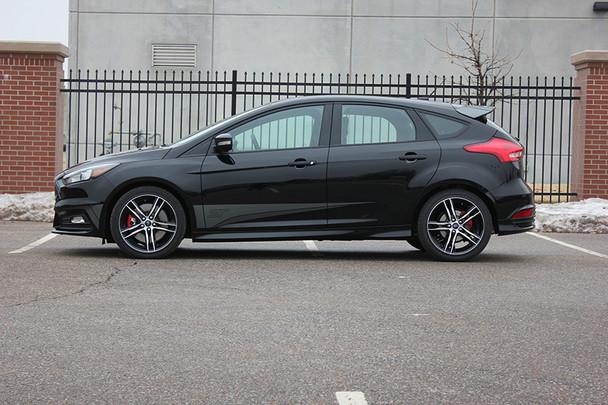 side of black Ford Focus ST Side Stripes BLADE SOLID 2015 2016 2017 2018
