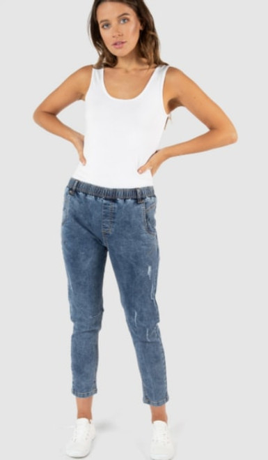 Betty Basics Finley denim jogger dark denim LamiSaru Boutique