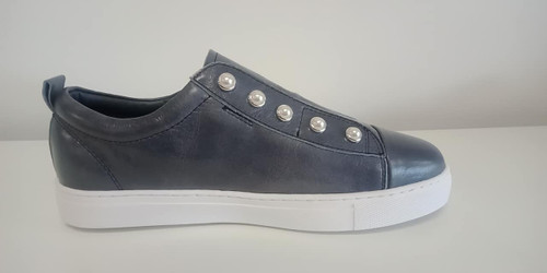 Hinako blue pearl sneaker. Lamisaru Boutique