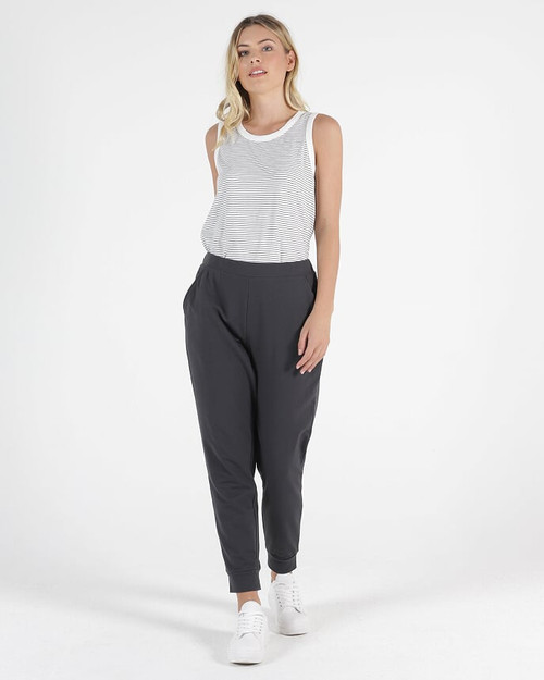Betty Basics Jogger Lindsay Gunmetal_lamisaru_boutique