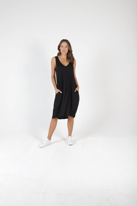 Betty _Basics_ oman _Dress_ Black_Lamisaru_boutique
