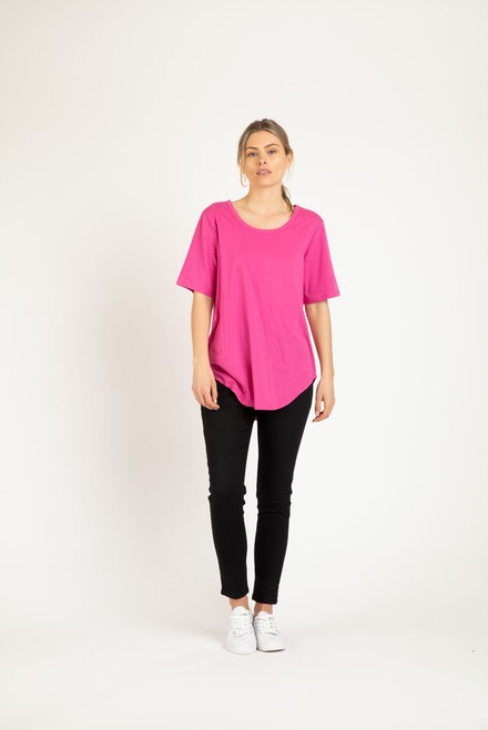 Betty _Basics_ Ariana _Tee_ Fuschia_Lamisaru_boutique