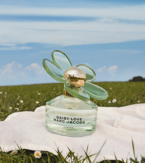 Marc Jacobs Daisy Love Spring EDT 50ml Outside